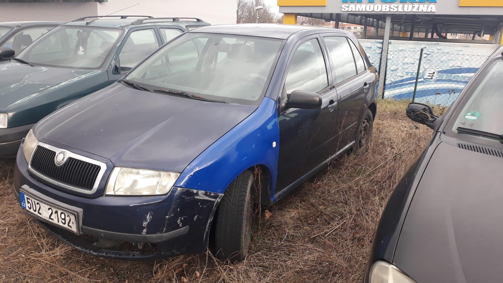 Osobní automobil Škoda Fabia, pozemek Dobrčice